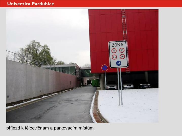 příjezd k tělocvičnám a parkovacím místům