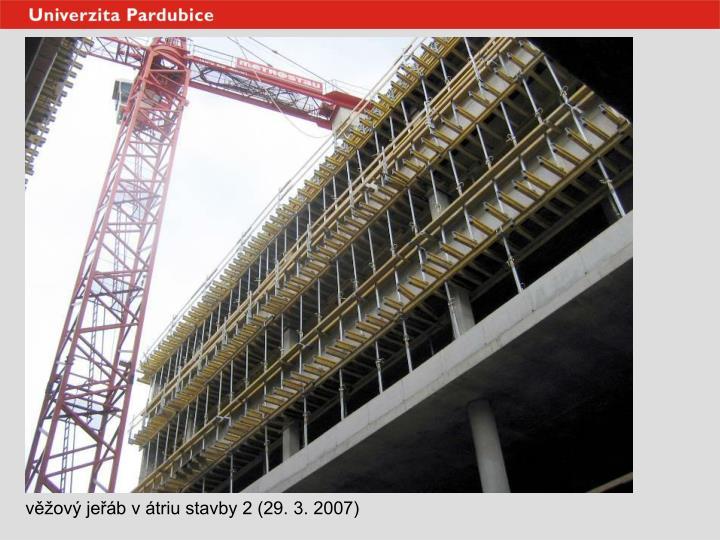 věžový jeřáb v átriu stavby 2 (29. 3. 2007)