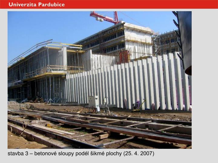 stavba 3 – betonové sloupy podél šikmé plochy (25. 4. 2007)