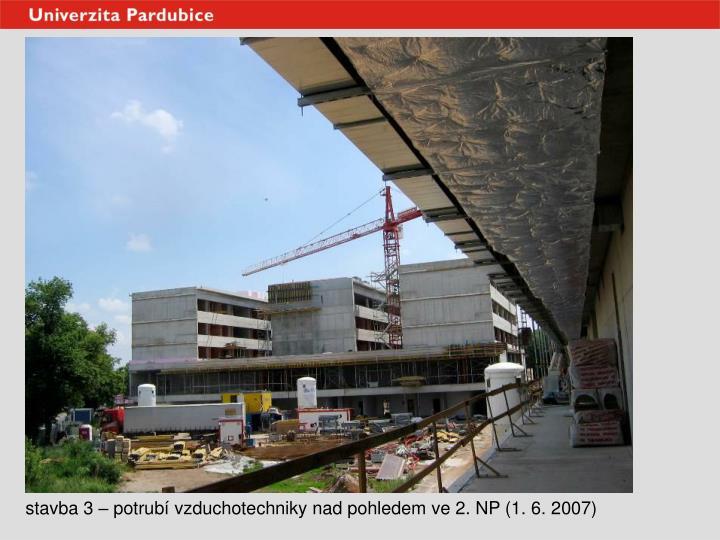 stavba 3 – potrubí vzduchotechniky nad pohledem ve 2. NP (1. 6. 2007)