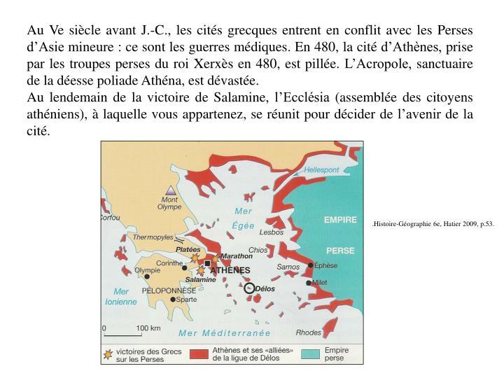 Au Ve siècle avant J.-C., les cités grecques entrent en conflit avec les Perses d'Asie mineure: ce sont les guerres médiques. En 480, la cité d'Athènes, prise par les troupes perses du roi Xerxès en 480, est pillée. L'Acropole, sanctuaire de la déesse poliade Athéna, est dévastée.