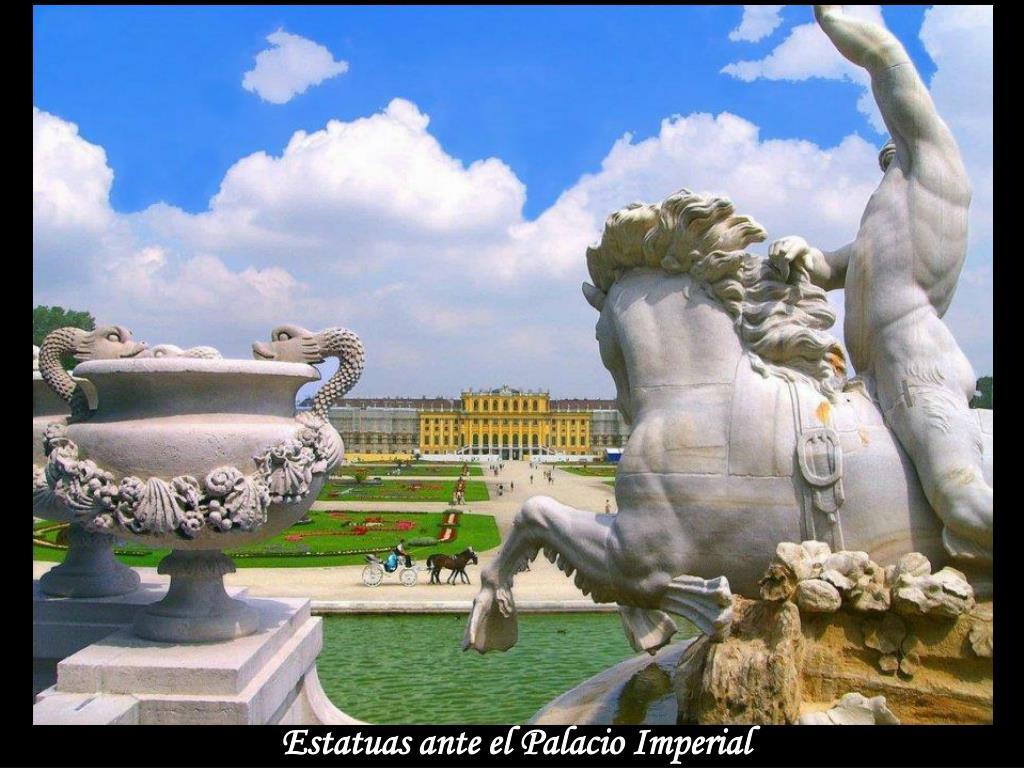 Estatuas ante el Palacio Imperial