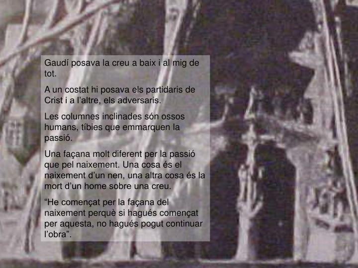 Gaudí posava la creu a baix i al mig de tot.