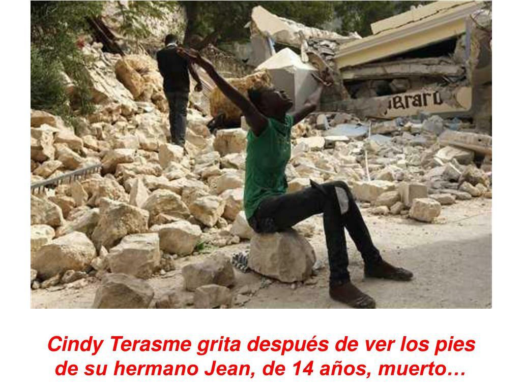 Cindy Terasme grita después de ver los pies de su hermano Jean, de 14 años, muerto…