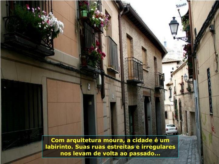 Com arquitetura moura, a cidade  um labirinto. Suas ruas estreitas e irregulares nos levam de volta ao passado...