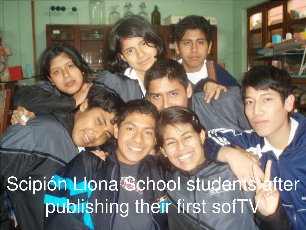 Scipión Llona School students after publishing their first sofTV