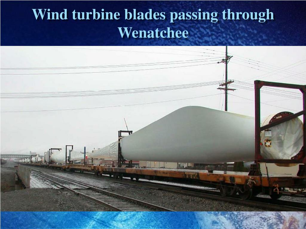 Wind turbine blades passing through Wenatchee