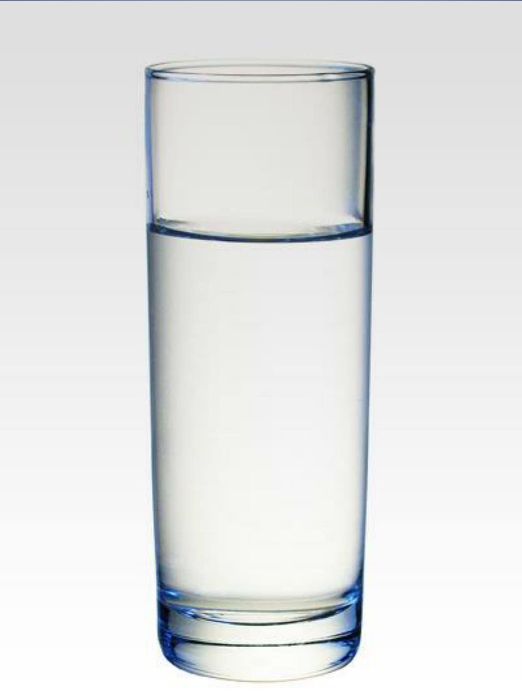 Βάζουμε ένα καλαμάκι στο ποτήρι