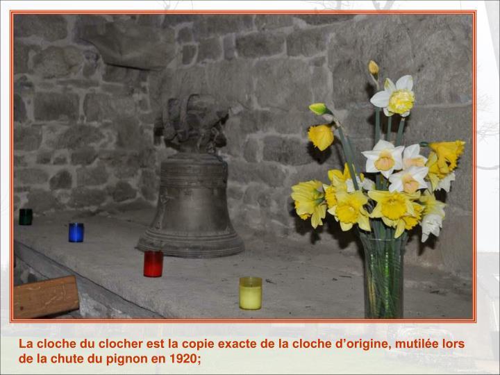 La cloche du clocher est la copie exacte de la cloche d'origine, mutilée lors de la chute du pignon en 1920;