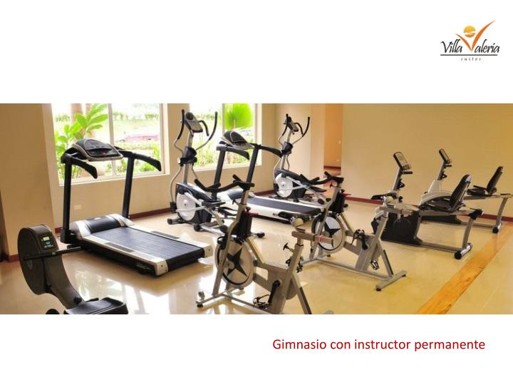 Gimnasio con instructor permanente