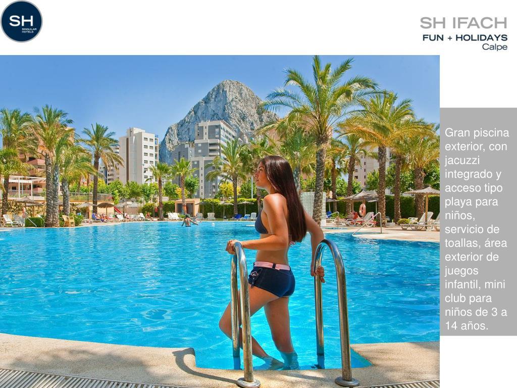 Gran piscina exterior, con jacuzzi integrado y acceso tipo playa para niños, servicio de toallas, área exterior de juegos infantil, mini club para niños de 3 a 14 años.