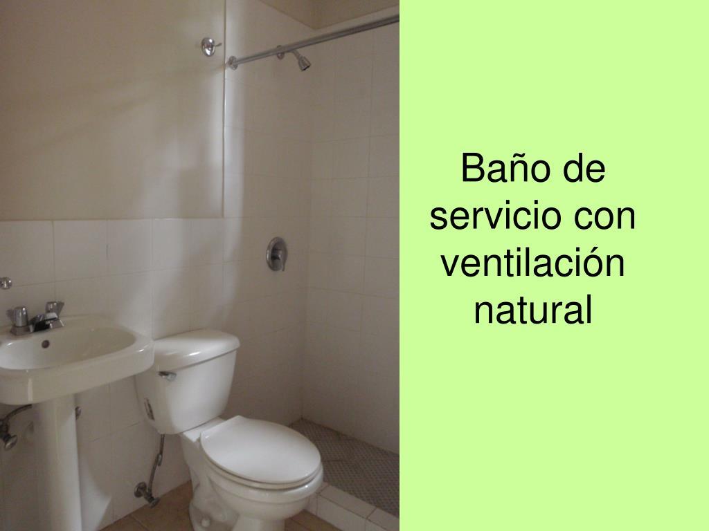 Baño de servicio con ventilación natural