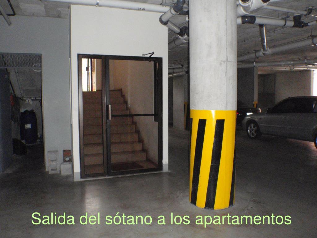 Salida del sótano a los apartamentos