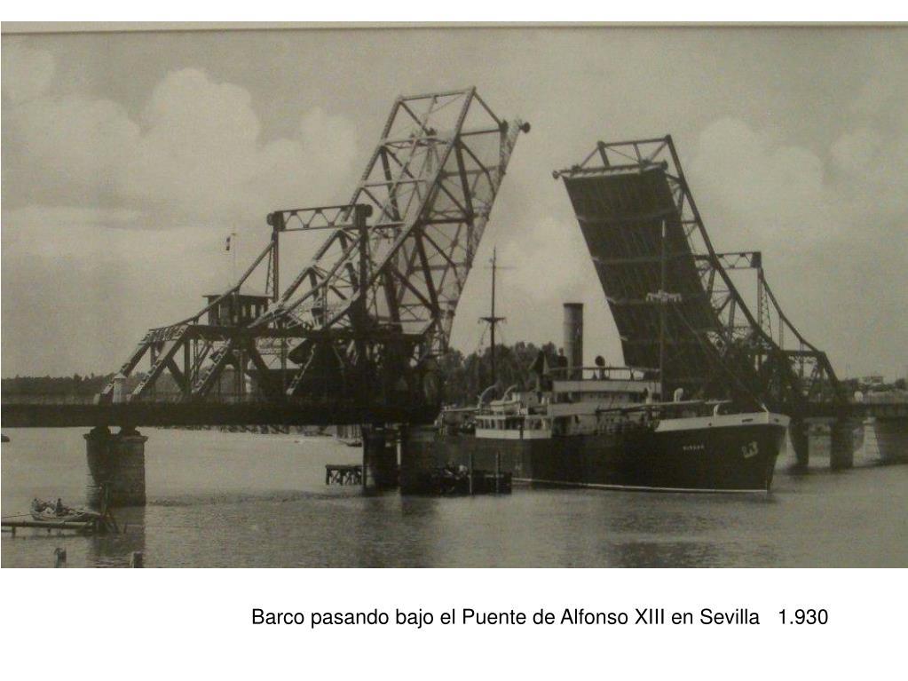 Barco pasando bajo el Puente de Alfonso XIII en Sevilla   1.930