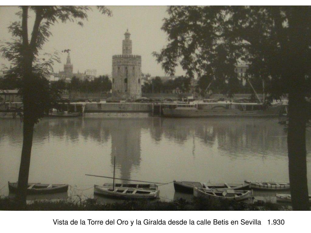 Vista de la Torre del Oro y la Giralda desde la calle Betis en Sevilla   1.930