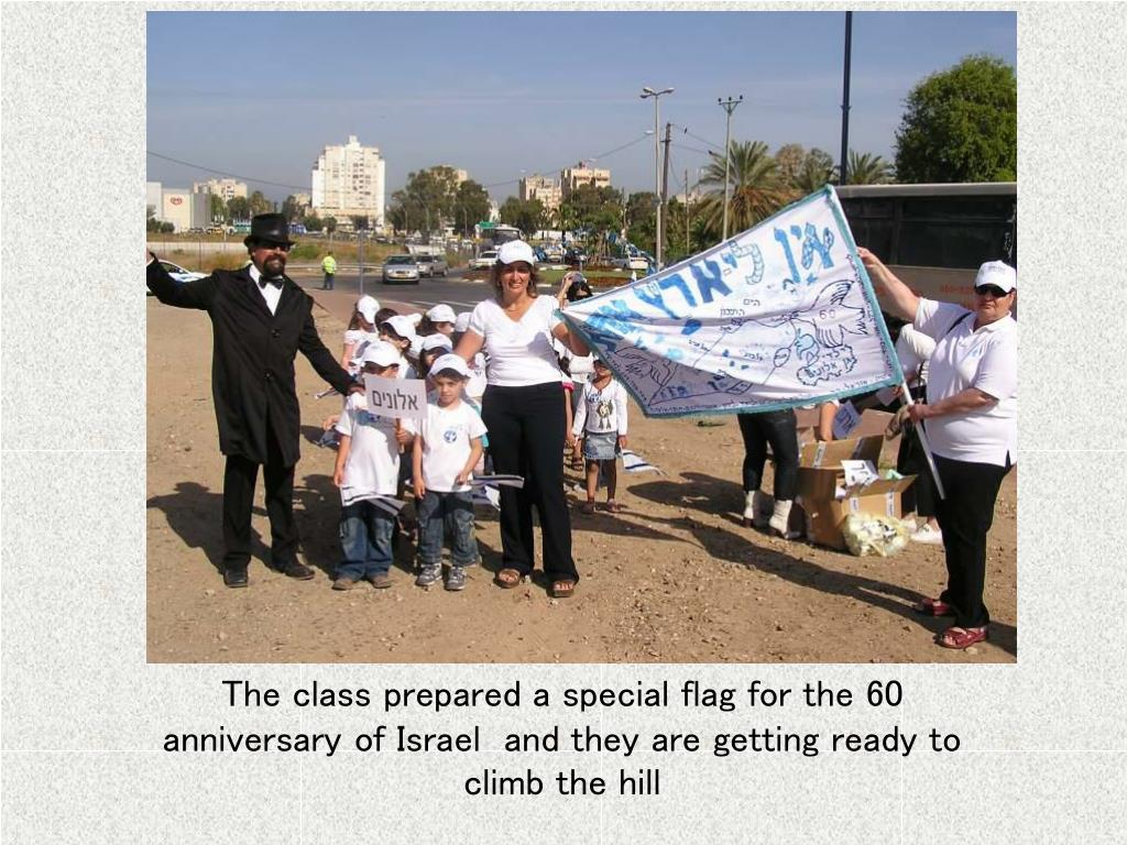 The class prepared a special flag for the 60 anniversary of Israel  and they are getting ready to climb the hill