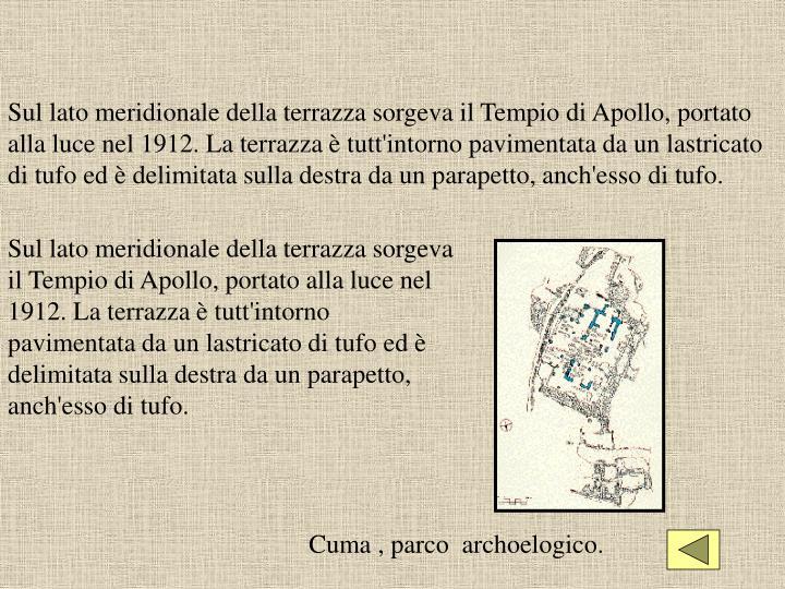 Sul lato meridionale della terrazza sorgeva il Tempio di Apollo, portato alla luce nel 1912. La terrazza è tutt'intorno pavimentata da un lastricato di tufo ed è delimitata sulla destra da un parapetto, anch'esso di tufo.