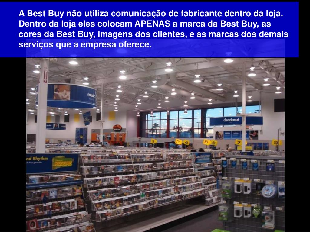 A Best Buy não utiliza comunicação de fabricante dentro da loja. Dentro da loja eles colocam APENAS a marca da Best Buy, as cores da Best Buy, imagens dos clientes, e as marcas dos demais serviços que a empresa oferece.