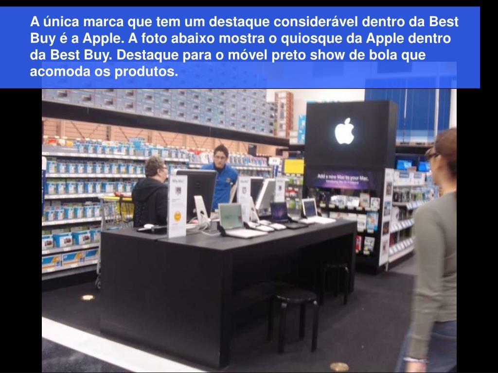 A única marca que tem um destaque considerável dentro da Best Buy é a Apple. A foto abaixo mostra o quiosque da Apple dentro da Best Buy. Destaque para o móvel preto show de bola que acomoda os produtos.