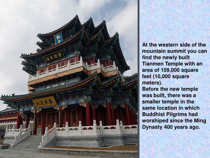 At the western side of the mountain summit you can find the newly built Tianmen Temple with an area of 109,000 square feet (10,000 square meters).