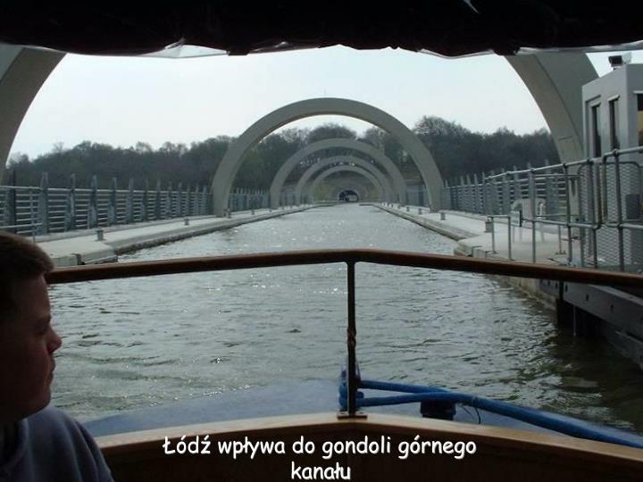Łódź wpływa do gondoli górnego kanału