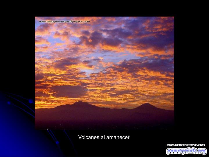 Volcanes al amanecer