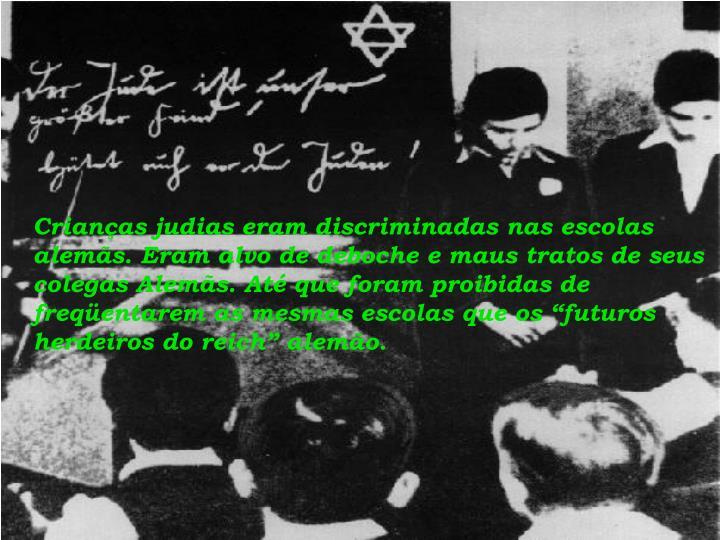 """Crianças judias eram discriminadas nas escolas alemãs. Eram alvo de deboche e maus tratos de seus colegas Alemãs. Até que foram proibidas de freqüentarem as mesmas escolas que os """"futuros herdeiros do reich"""" alemão."""