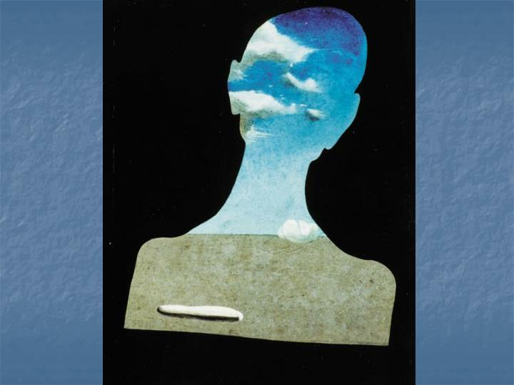 一個頭充滿雲朵的人