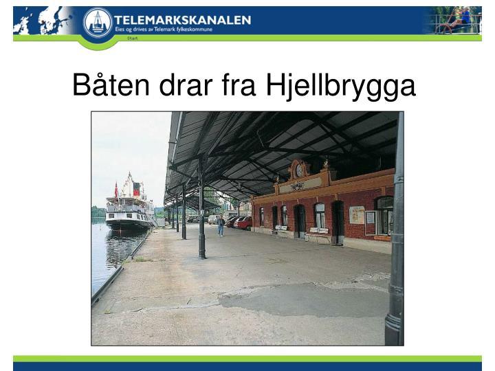 Båten drar fra Hjellbrygga