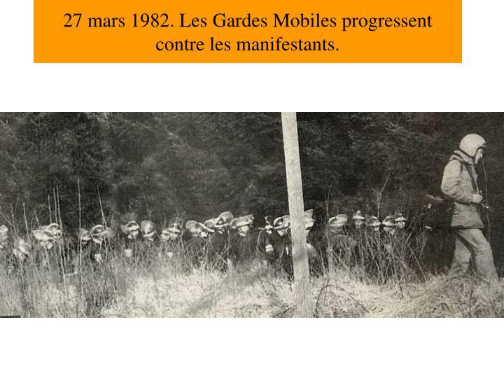 27 mars 1982. Les Gardes Mobiles progressent contre les manifestants.