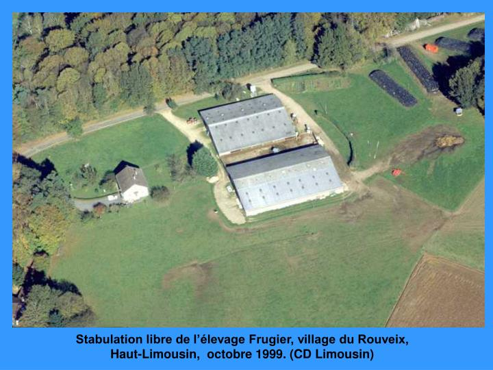 Stabulation libre de l'élevage Frugier, village du Rouveix, Haut-Limousin,  octobre 1999. (CD Limousin)