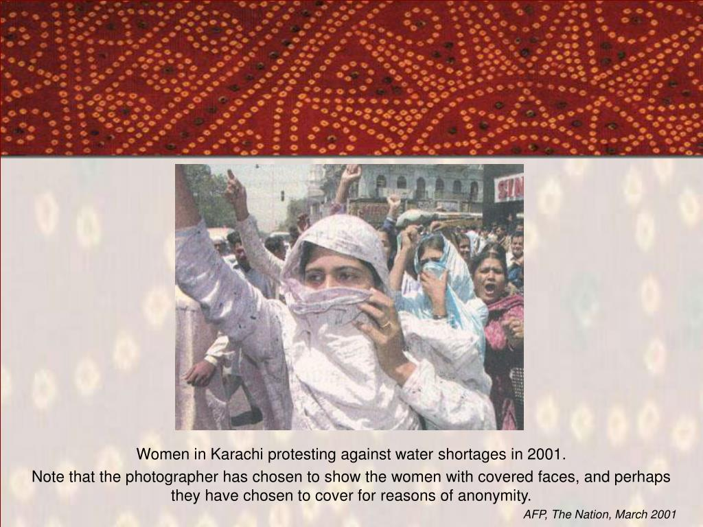 Women in Karachi protesting against water shortages in 2001.