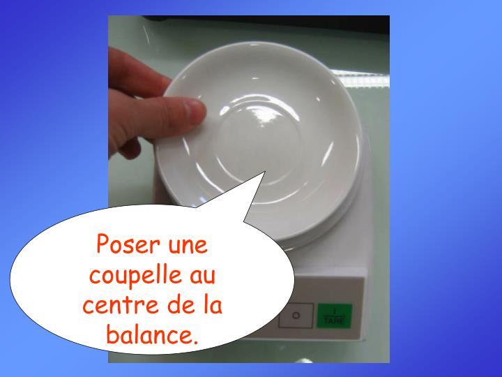 Poser une coupelle au centre de la balance.