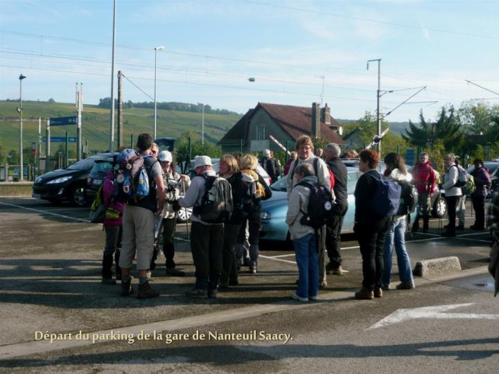 Départ du parking de la gare de Nanteuil Saacy.