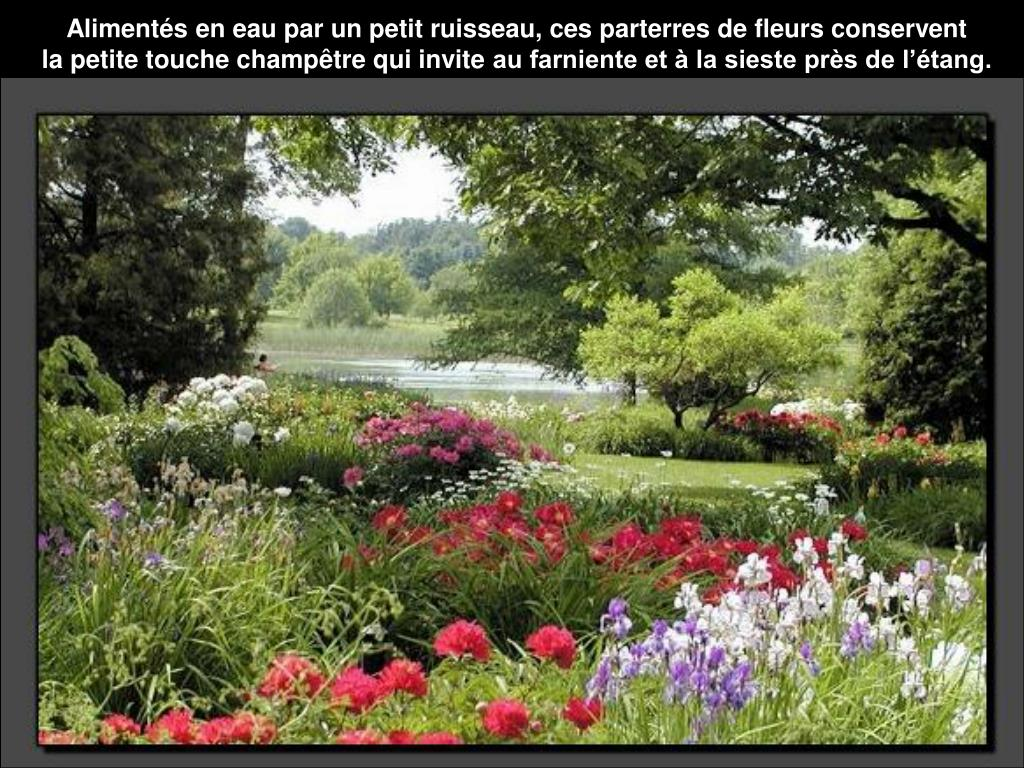 Alimentés en eau par un petit ruisseau, ces parterres de fleurs conservent