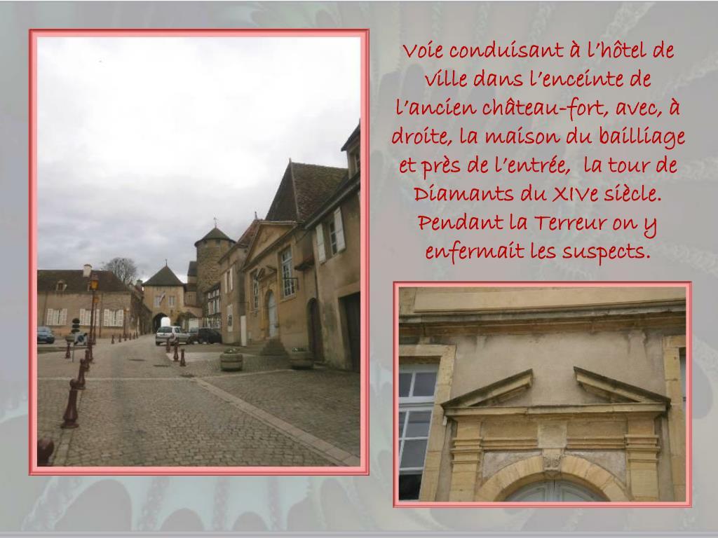 Voie conduisant à l'hôtel de ville dans l'enceinte de l'ancien château-fort, avec, à droite, la maison du bailliage et près de l'entrée,  la tour de Diamants du XIVe siècle.  Pendant la Terreur on y enfermait les suspects.