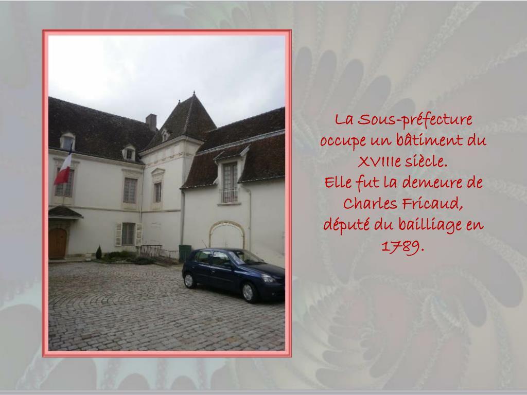 La Sous-préfecture occupe un bâtiment du XVIIIe siècle.