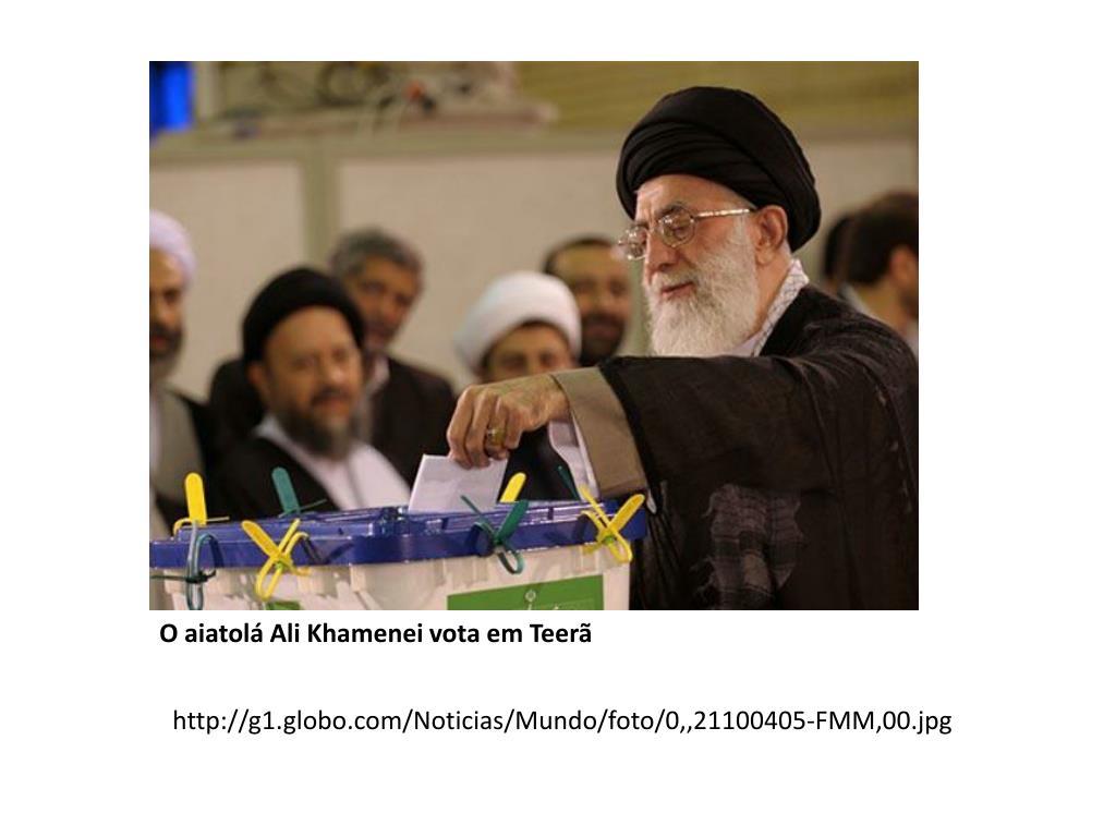 O aiatolá Ali Khamenei vota em Teerã