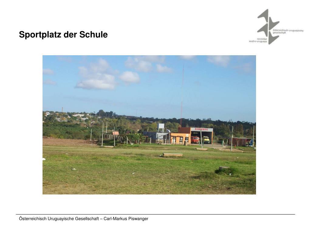 Sportplatz der Schule