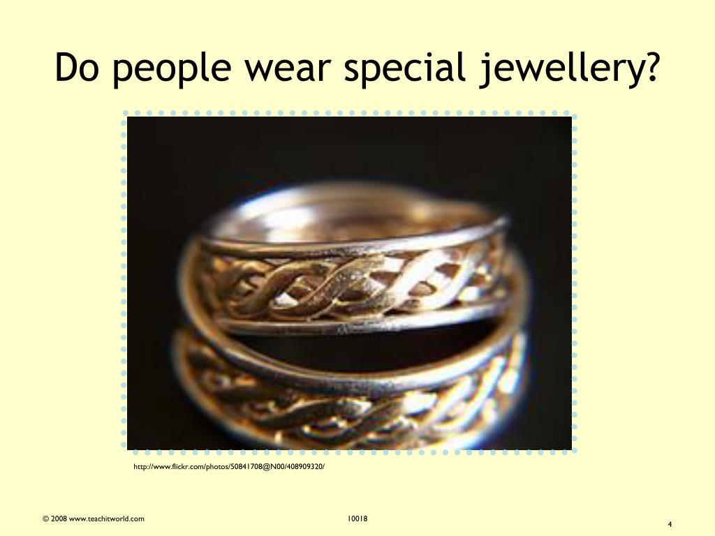 Do people wear special jewellery?