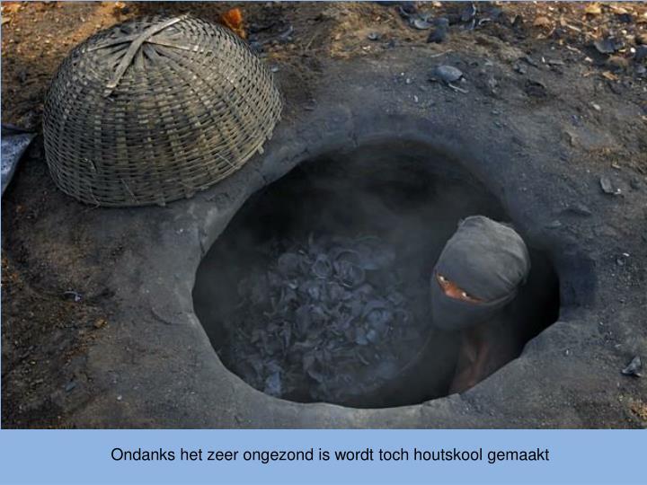 Ondanks het zeer ongezond is wordt toch houtskool gemaakt
