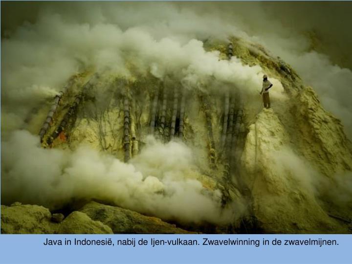 Java in Indonesië, nabij de Ijen-vulkaan. Zwavelwinning in de zwavelmijnen.