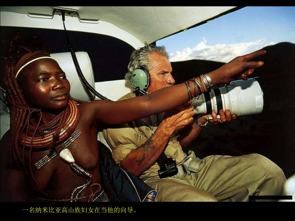 一名纳米比亚高山族妇女在当他的向导。