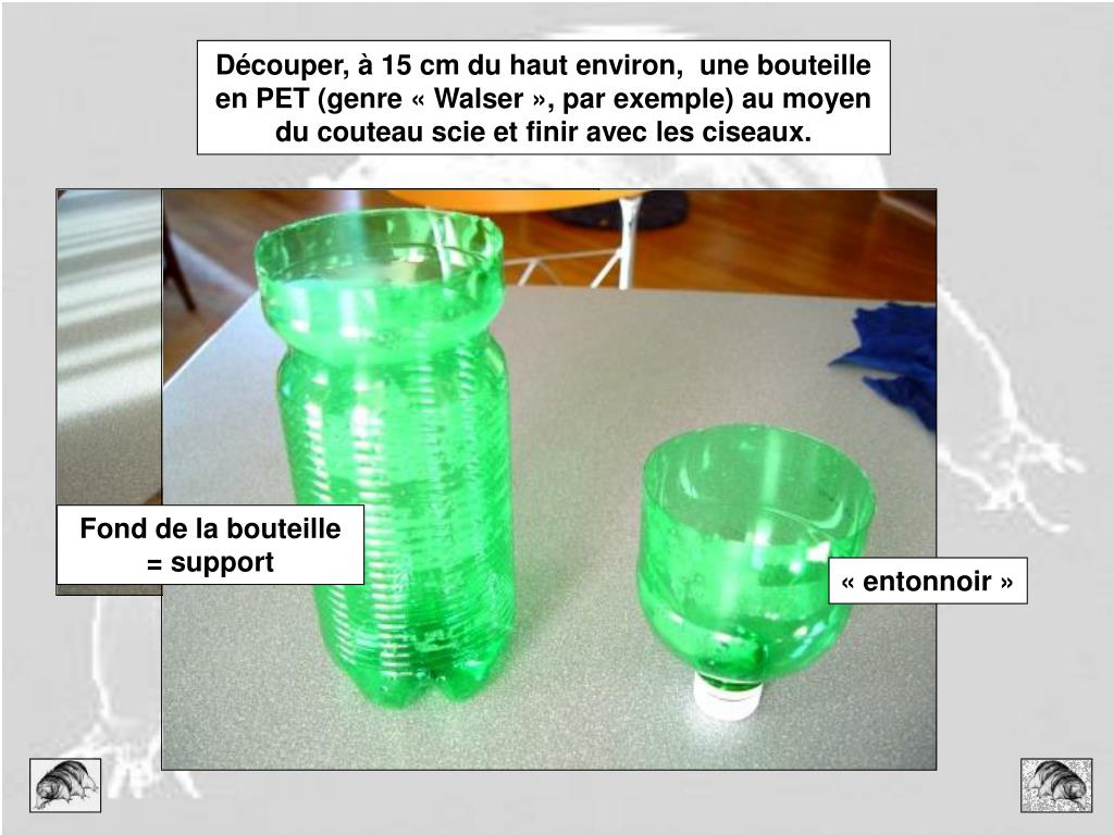 Découper, à 15 cm du haut environ,  une bouteille en PET (genre « Walser », par exemple) au moyen du couteau scie et finir avec les ciseaux.