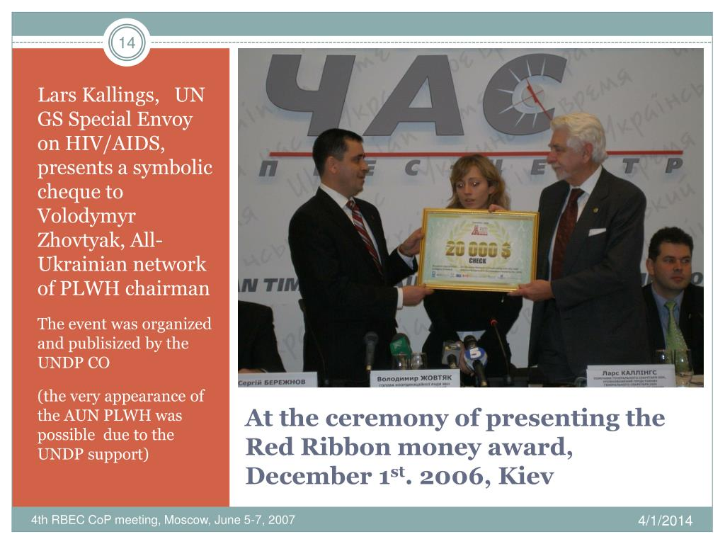 Lars Kallings,   UN GS Special Envoy on HIV/AIDS,  presents a symbolic cheque to Volodymyr Zhovtyak, All-Ukrainian network of PLWH chairman