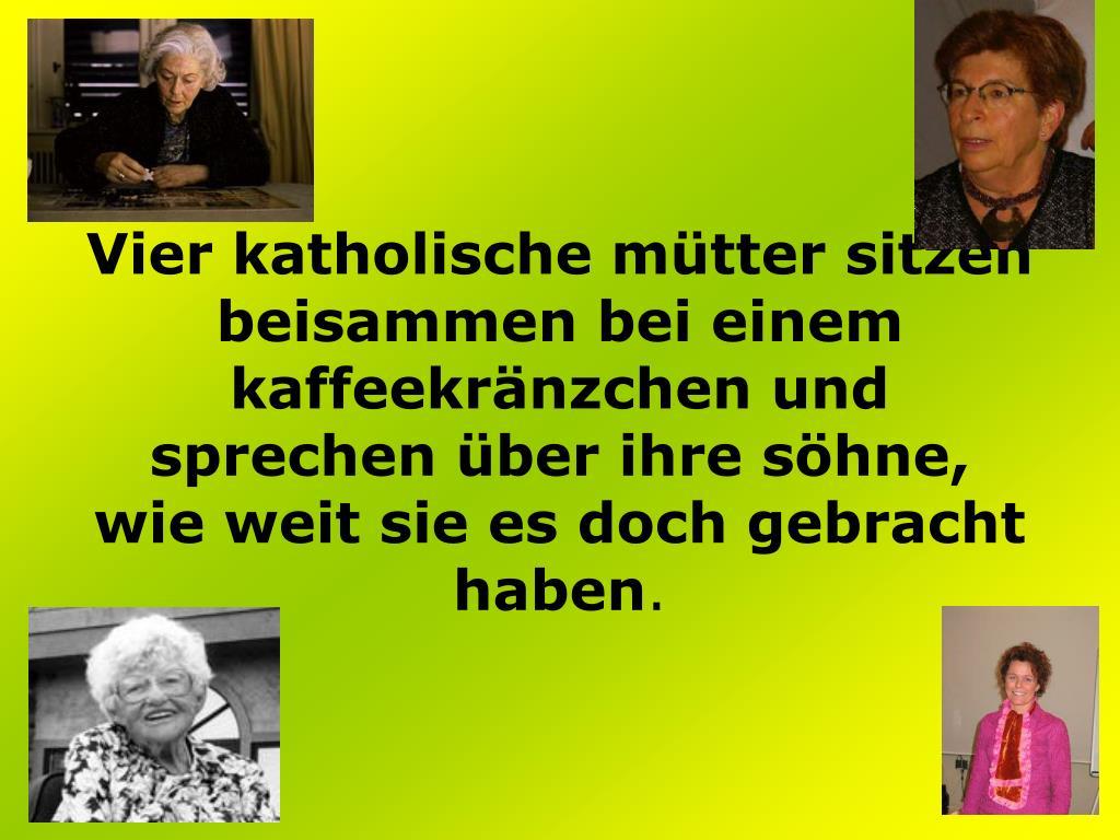 Vier katholische mütter sitzen beisammen bei einem kaffeekränzchen und sprechen über ihre söhne, wie weit sie es doch gebracht haben