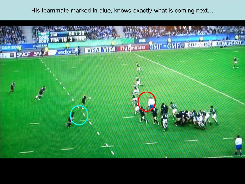 His teammate marked in blue, knows exactly what is coming next…