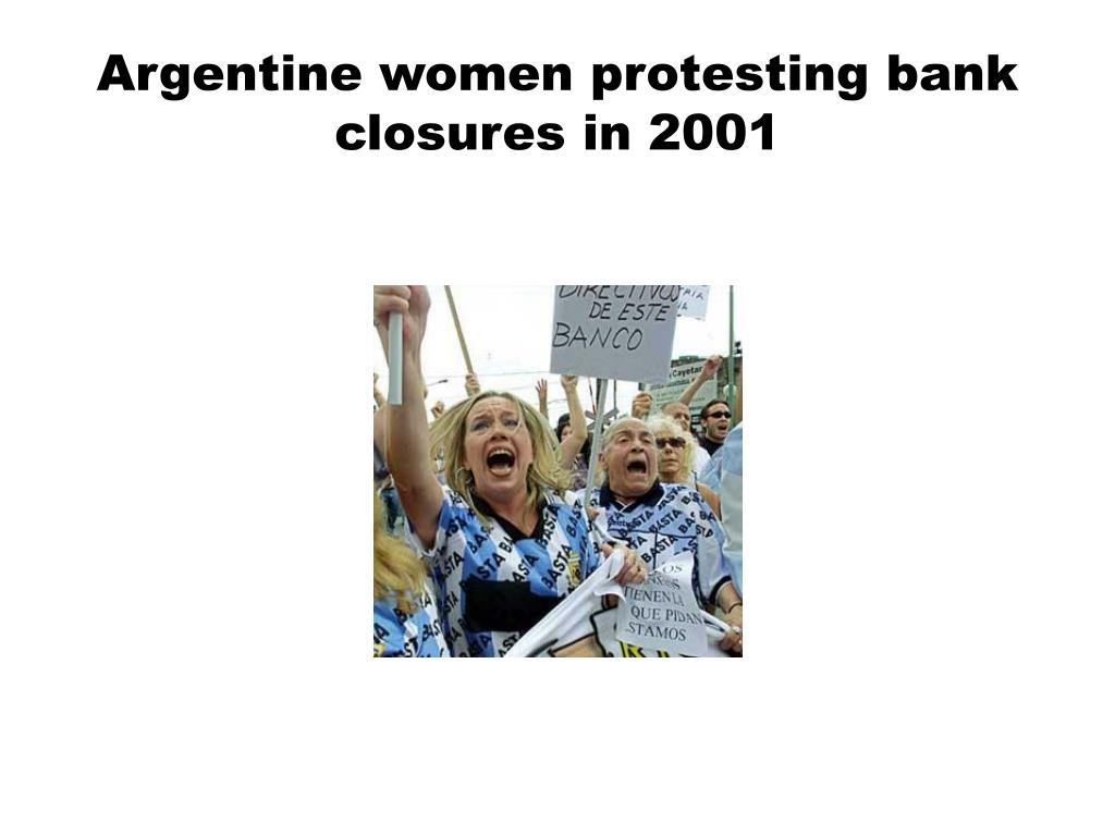 Argentine women protesting bank closures in 2001