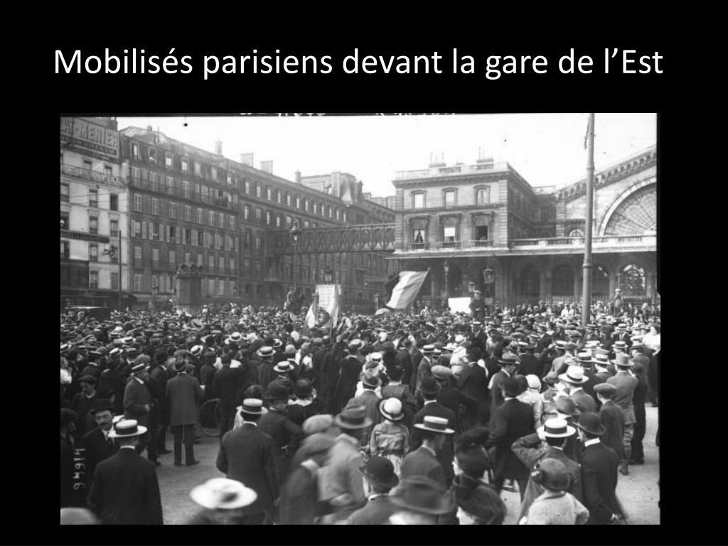 Mobilisés parisiens devant la gare de l'Est