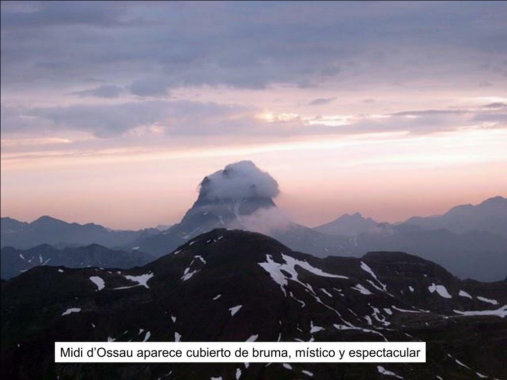 Midi d'Ossau aparece cubierto de bruma, místico y espectacular